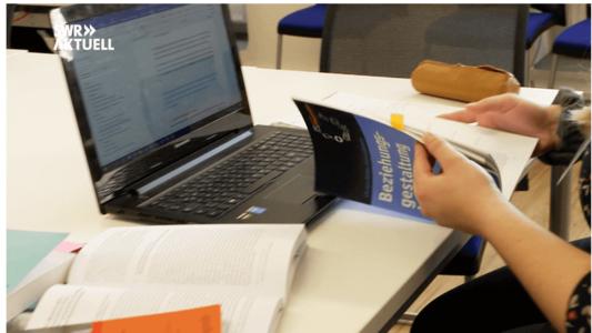 Duales Studium - Zwischen Bett und Büchern